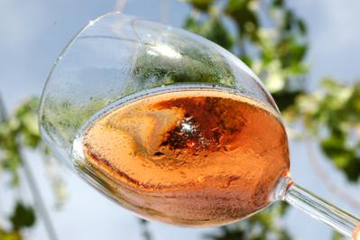 Le vin rosé du Domaine de la Combe au Loup, idéal pour les apéritifs de l'été